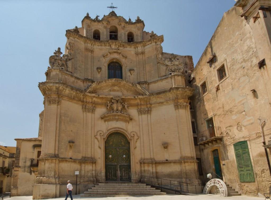 Chiesa Carmine Noto tutto frontone